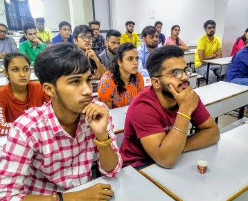 Students intensely listening & fully engrossed in CoffeeTalk with TOPPERS.